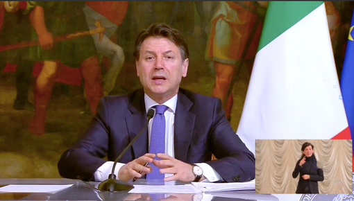 """Conte firma un nuovo Decreto: """"Subito 4,3 miliardi ai Comuni. I sindaci potranno aiutare i bisognosi"""""""