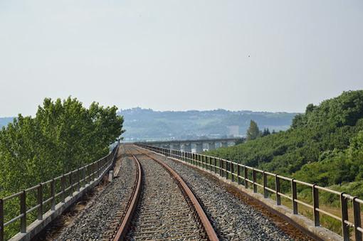 Il viadotto ferroviario di Motta di Costigliole, lungo la dismessa linea Alba-Asti