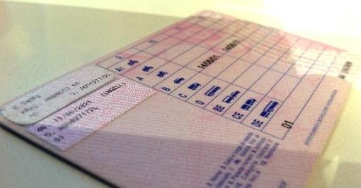 Autoscuole sul piede di guerra per l'IVA sulle lezioni di guida: cambiata la legge, dovranno versare 5 anni di IVA, circa 110mila euro
