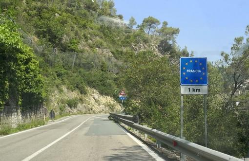 Caso 'diplomatico' al confine italo-francese di Fanghetto: la titolare del negozio di Tenda non può passare per rifornirsi a Nizza