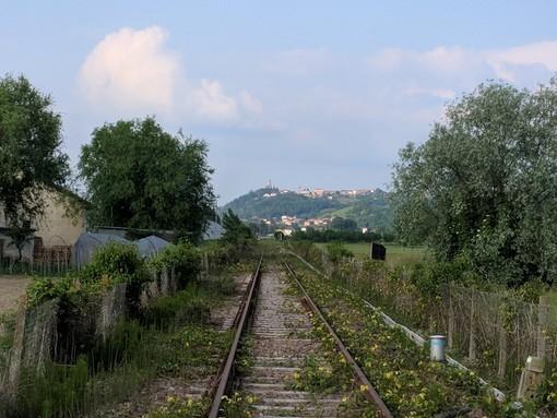 Uno scorcio della linea ferroviaria all'altezza di Motta di Costigliole