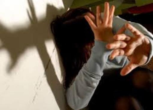 Bra, anni di violenze e soprusi sulla moglie: operaio indiano condannato a un anno di carcere
