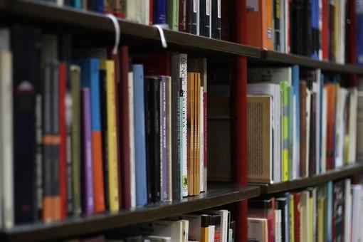 Da domani riapre la biblioteca di Santo Stefano Belbo