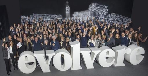 Foto di gruppo al termine della convention del marchio Miroglio