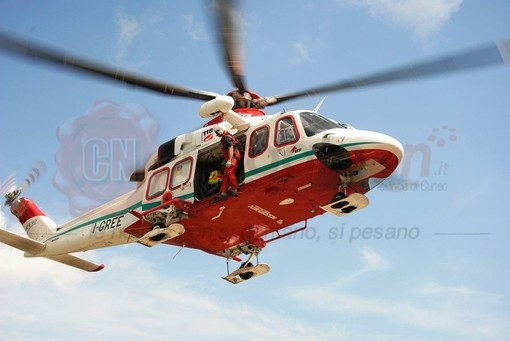 65enne travolto da un albero a Bagnasco: elitrasportato all'ospedale di Cuneo