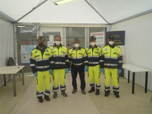 Volontari della Protezione Civile dell'ANA di Cuneo presso il Movicentro di Cuneo