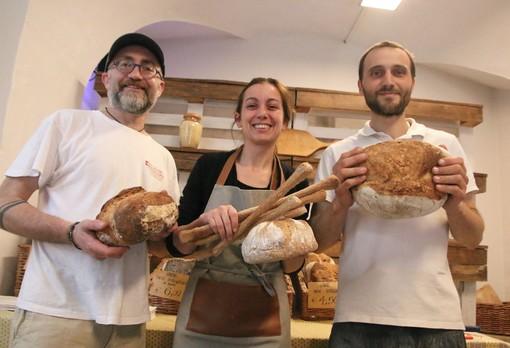 Enrico, Morena e Luca con il pane e i grissini dal sapore straordinario