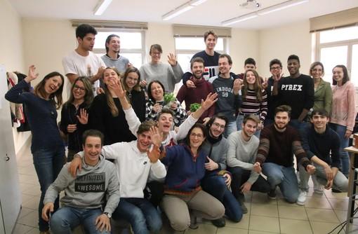 La classe del corso di Trasformazione Ortofrutticola che ha presentato la ricetta del pesto all'iniziativa di Genova