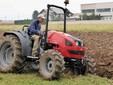 Durante il lavoro di aratura dei campi