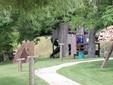 Il parco giochi per i bambini vicino all'agriturismo