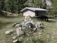 Il piccolo rifugio in quota utilizzato da Marco e Omar per dormire durante il periodo dell'alpeggio