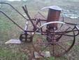 L'antica macchina per seminare il mais