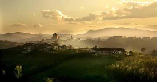 Una veduta di Grinzane Cavour e del suo castello, simbolo Unesco e sede della neonata fondazione (Ph. Bruno Murialdo)