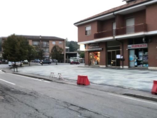 Nella foto il fondo appena sistemato nel parcheggio tra corso Canale e strada Guarene