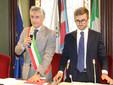L'esponente dell'opposizione di Uniti per Alba Alberto Gatto, a destra, col sindaco Carlo Bo