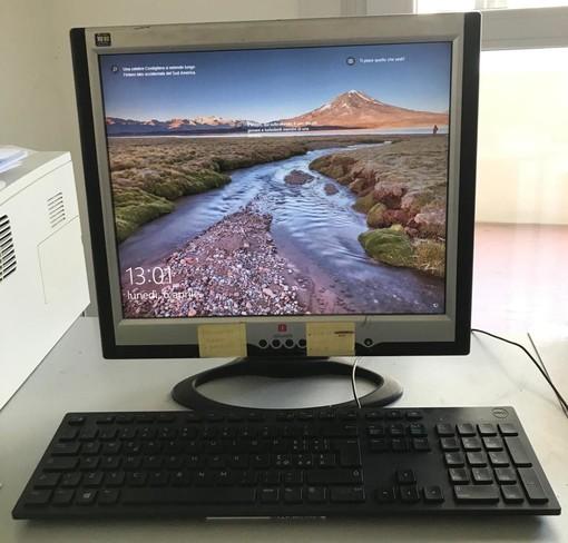 Alba, Comune aiuta le scuole che distribuiscono computer ai loro allievi