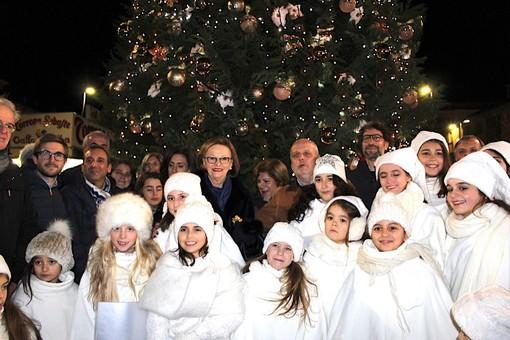 Domenica l'accensione del grande albero di piazza Ferrero