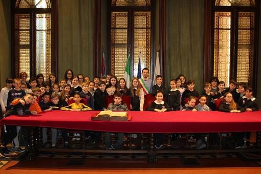 Gli alunni in visita al Municipio
