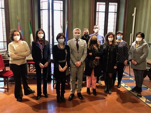 La Consulta comunale delle Famiglie della Città di Alba, insieme al sindaco Bo e all'assessore Elisa Boschiazzo