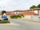 Nel tratto iniziale di corso Europa il muro che costeggia l'ex caserma Govone