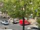 Alba, auto va a sbattere contro spartitraffico in corso Langhe
