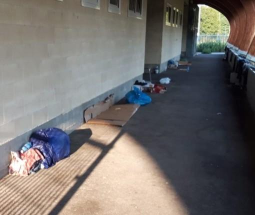 I ripari dei migranti presso la palestra di via Tanaro