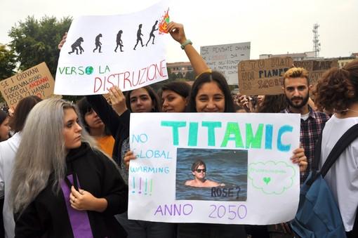 """Uniti per Alba sostiene gli studenti: """"Comune faccia propria la dichiarazione di emergenza climatica e ambientale"""""""