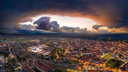 Il cielo sopra Bra nello scatto del fotografo Tino Gerbaldo