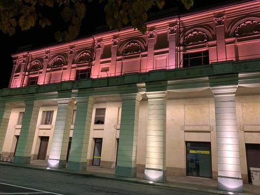 Il Politeama illuminato di rosa