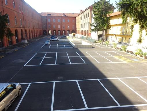 Bra, la piazza d'Armi dell'ex caserma Trevisan si ricopre di parcheggi