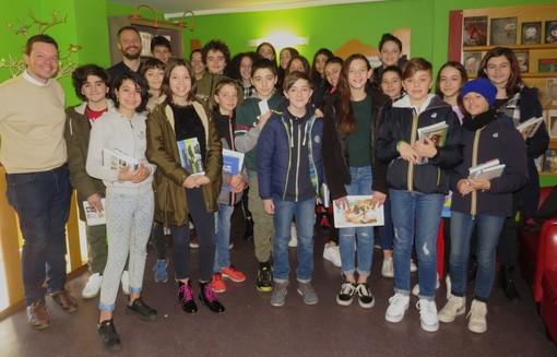 A Bra lo scrittore Marco Magnone ha incontrato un gruppo di studenti