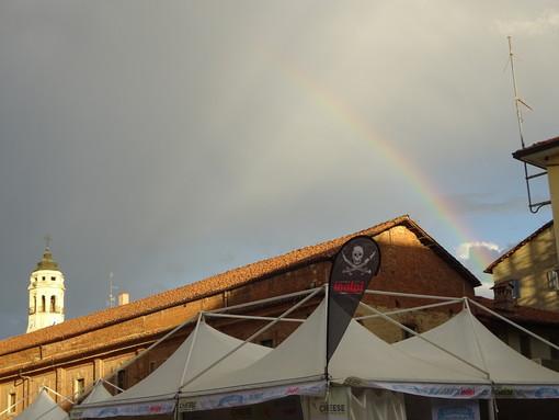 Bra, splende l'arcobaleno nella domenica di Cheese 2021