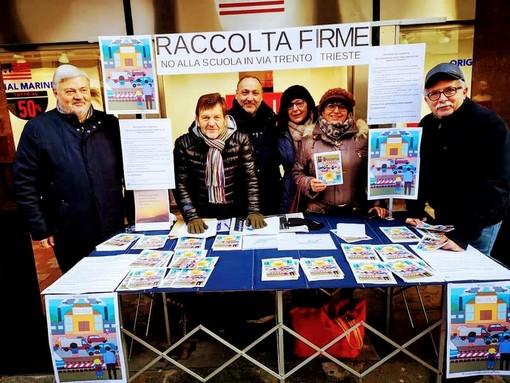 Il comitato spontaneo organizzò anche una raccolta di firme contro il progetto che voleva la nuova scuola media cittadina all'ex scalo merci di via Trento e Trieste