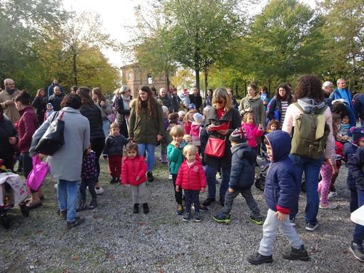 """Bra, la magia dell'autunno alla Zizzola con la Scuola dell'infanzia """"Gianni Rodari"""" e con gli Alpini (FOTO)"""