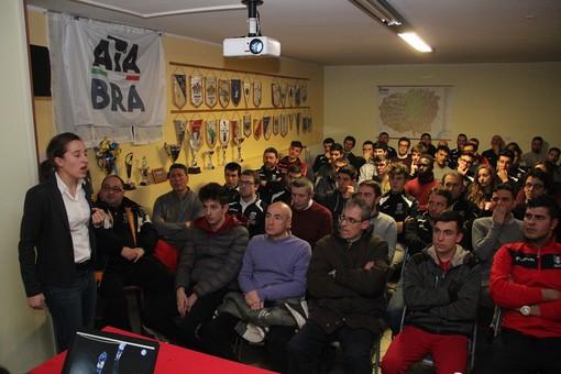 Un momento della serata organizzata dall'AIA di Bra con l'arbitro di Calcio a 5 Chiara Perona