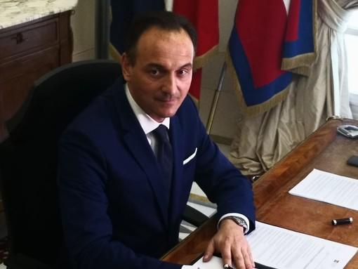 L'allora premier Berlusconi e il ministro Maroni ad Alba per ricordare l'alluvione del 1994