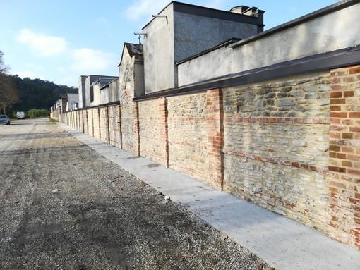 Lavori sul cimitero a Corneliano: ultimato l'intervento sulla cinta, ora mano alle barriere architettoniche