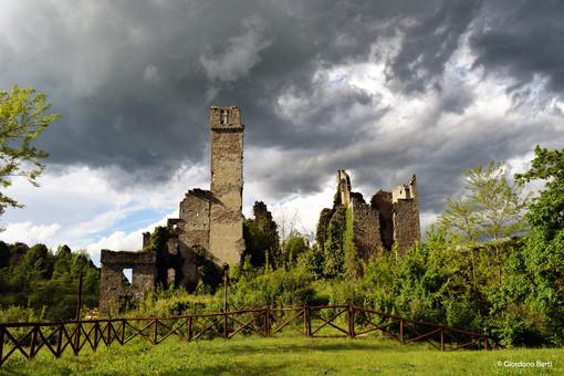 Il castello di Gorzegno (foto di Giordano Berti)