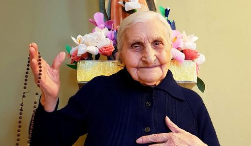 Compleanno da record alla residenza Sant'Andrea di Castiglione Tinella: Margherita Bain festeggia i 104 anni