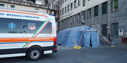 La tenda montata all'ospedale Santa Croce di Cuneo