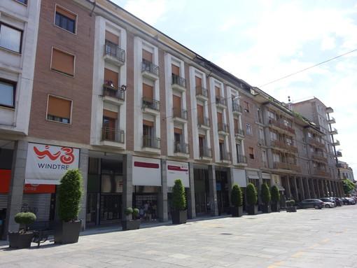 Alberi, area sosta bus e meno parcheggi: com'è cambiata parte di via Principi di Piemonte a Bra