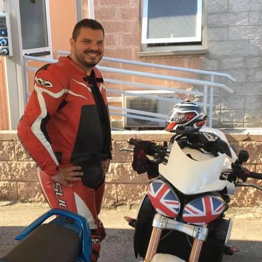 Daniele Oliverio in una delle fotografie postate sulla sua pagina Facebook