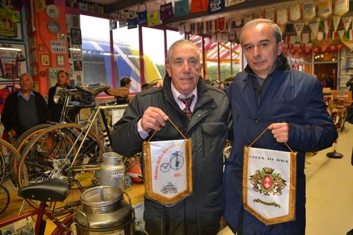 Bra, il cavaliere Luciano Cravero compie 82 anni, pensando al suo Museo della Bicicletta