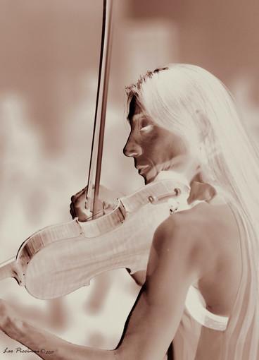 La violinista Daniela Carabellese si esibirà con due capolavori della letteratura per violino e pianoforte, accompagnata al piano da Pietro Laera.