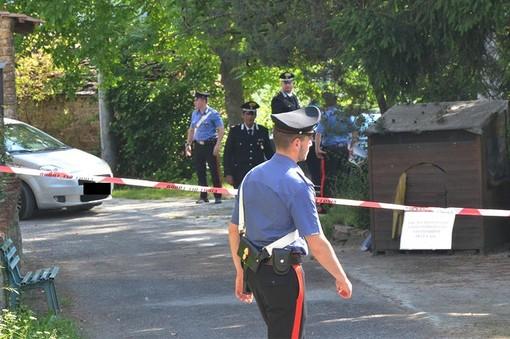 I carabinieri sul luogo dell'omcidio, foto Targatocn
