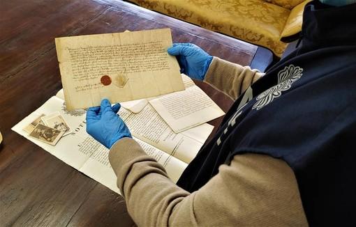 Documenti antichi del valore di 2 milioni di euro nascosti da un confratello infedele nei locali dei Battuti Neri di Bra