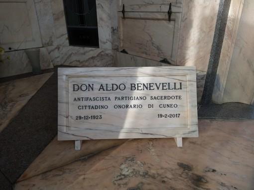 Cuneo: installata al Famedio del cimitero urbano la targa in ricordo di Don Aldo Benevelli