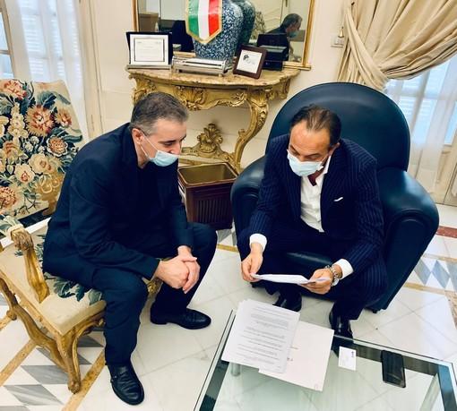 Franco Graglia in ufficio con Alberto Cirio