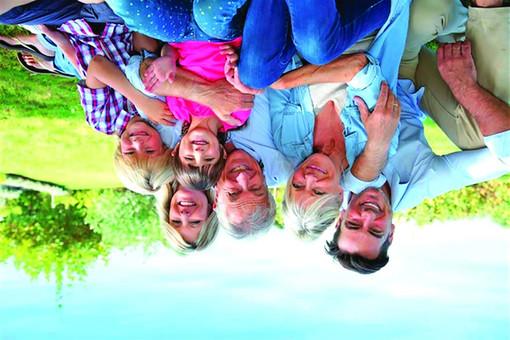 """""""Genitori di ieri e di oggi"""": una conferenza a Bra per parlare del ruolo dei nonni nella crescita dei bambini"""