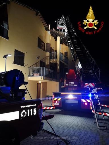 Guarene, a fuoco la canna fumaria di un'abitazione in strada Piedelmonte